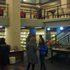 Şiir Kütüphanesi'nde İlksen Başarır, Elif Türker.